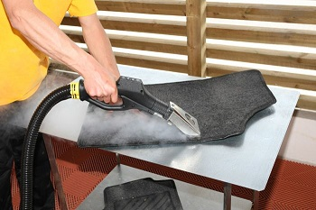 czyszczenie dywaników samochodowych suchą parą
