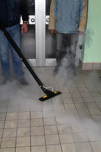 czyszczenie płytek suchą parą