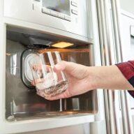 Lodówka z dystrybutorem wody – jak często należy wymieniać filtr?